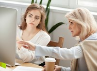 Hogyan segíthetik egymást a nők? Múltbéli minták a jövő munkahelyein