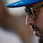 Fernando Alonso maszkokat és védőruhákat adományozott