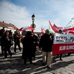 Videó: így éltetik Orbánt a lengyelek