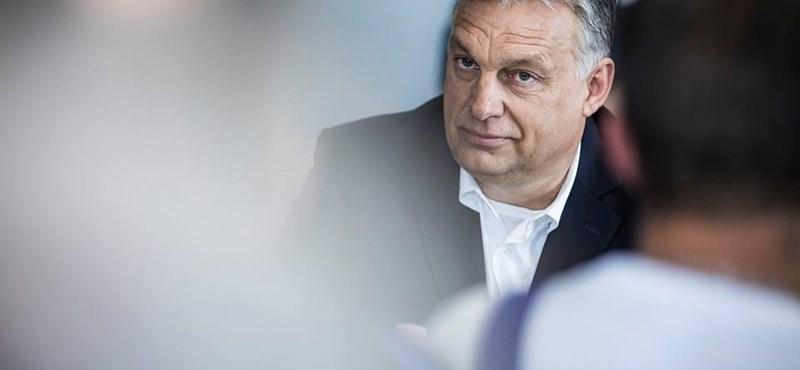 Orbán négy órát izzadt volna a levegőtlen folyosón, ha kivárja a sorát