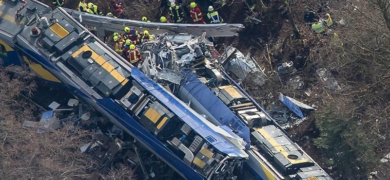 Bajor vonatkatasztrófa: már tizenegy halott van