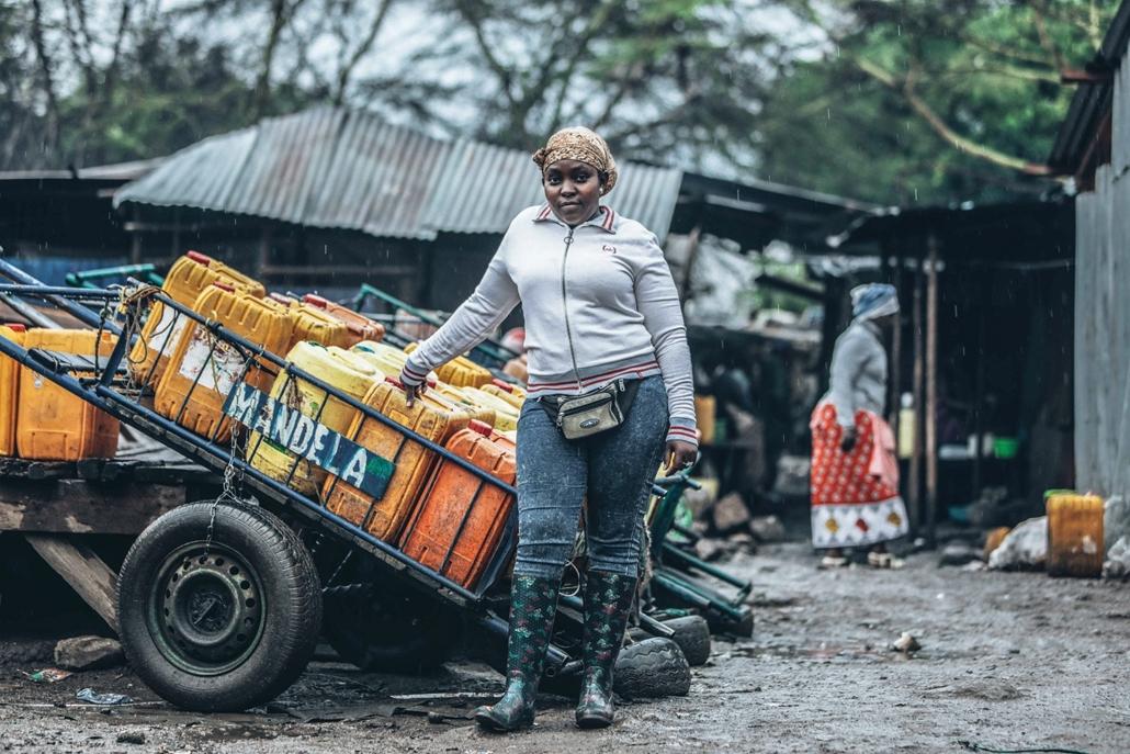 afp.18.02. - AFP nőnap - Esther Njuguna 30 éves kenyai vízárus Nairobiban