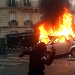 Párizsi káosz: a hadsereget is bevetnék a rendőrök