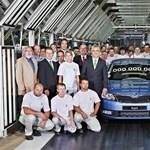 A Skoda ezer eurót keres, az Opel ezer eurót bukik egy kocsin