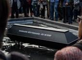 Eltemették a köztársaságot a Parlamentnél (fotó)