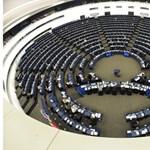 Megszavazta az EP Áder jelentését