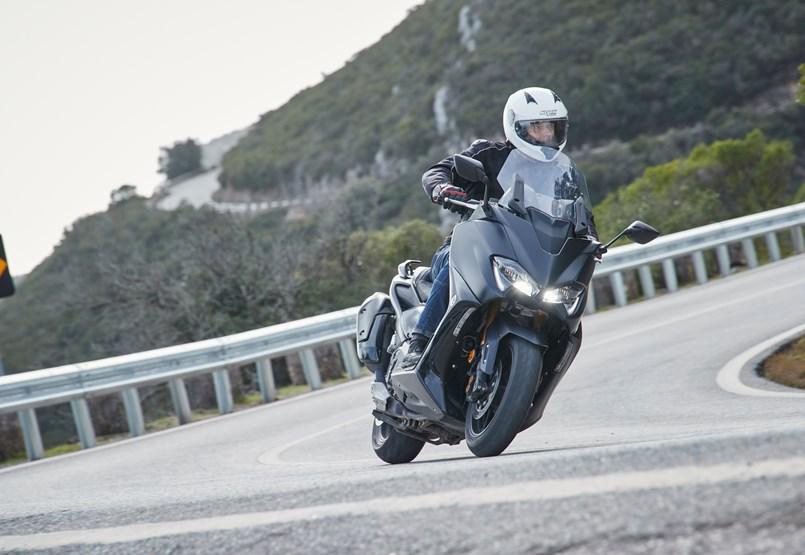 Autó helyett is megállja a helyét – menetpróbán az új Yamaha Tmax