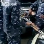 Videó: ha nincs kéznél bikakábel, megteszi két gépfegyver is