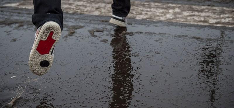 Ónos eső teszi még szürkébbé a vasárnapot