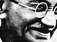 Elárverezik Gandhi egyik első szemüvegét