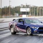 Jó kis amcsi dragster válozatok is épültek az új Mustangból és a Camaróból
