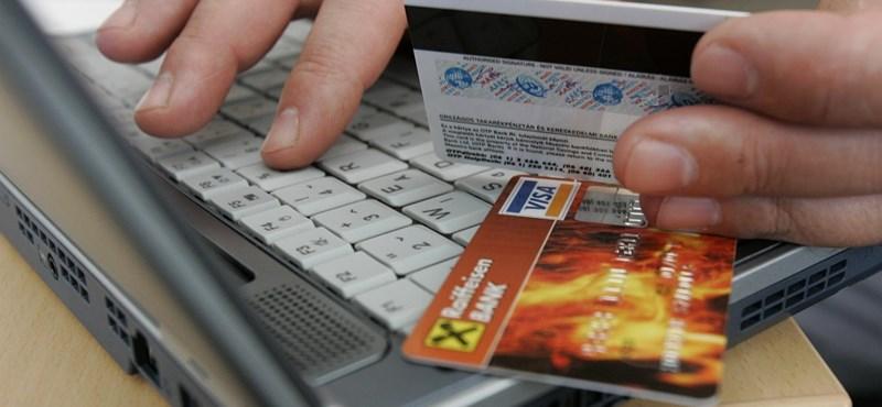 Több ezer bankszámlát zároltak