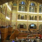 Politikusok nyelvvizsga nélkül: száz képviselőnek semmilyen bizonyítványa nincs