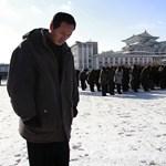 Fotók: Tömegek gyászoltak Észak-Koreában a Kedves Vezető halálának évfordulóján