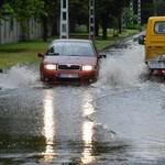 Debrecenben áll a víz a villamossínen a sok eső miatt