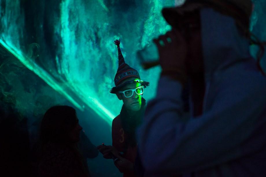 Ozora: rendőrök és hippik pszichedelikus bulija - Nagyítás-fotógaléria
