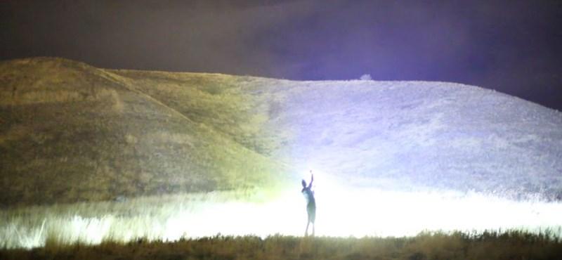 Tudja, hogy világít egy 1000 wattos LED fényszóró? Mutatjuk