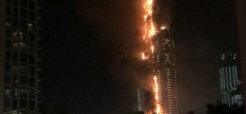 Videó: Lángol egy felhőkarcoló Dubajban