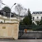 Kiutasítottak 18 orosz diplomatát Csehországból