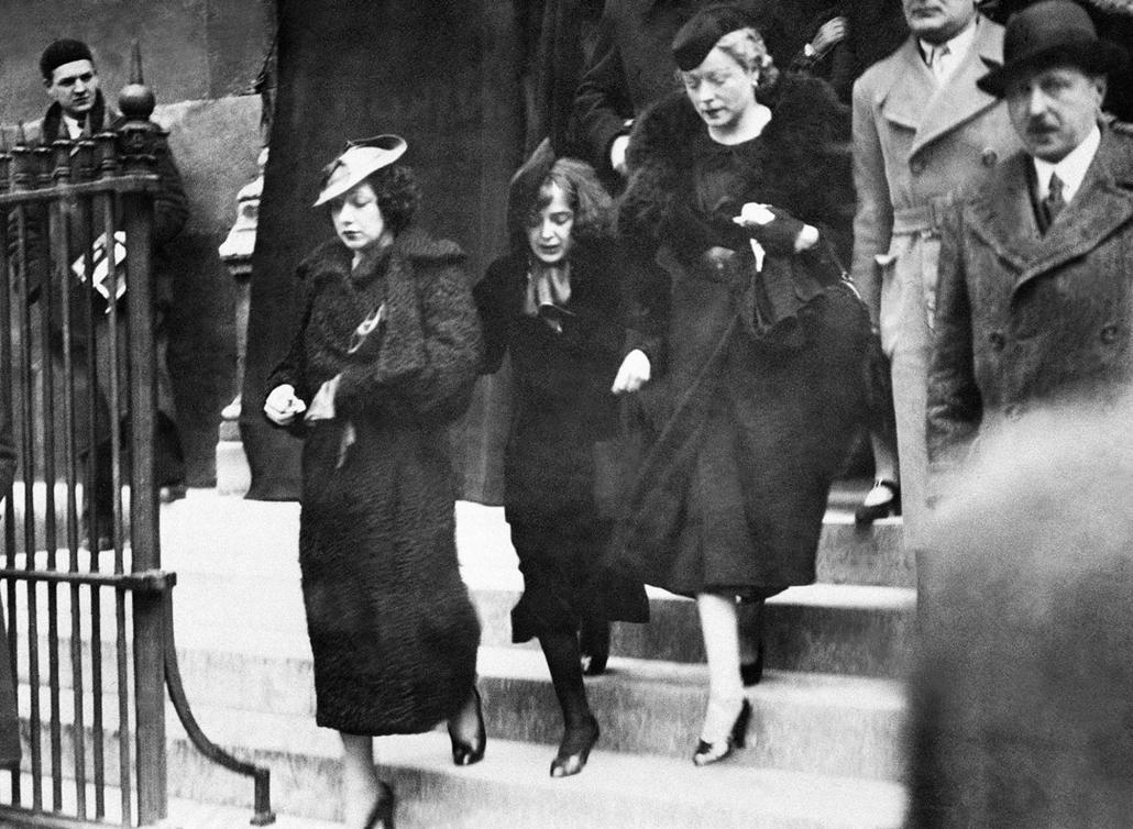 1936. április 8. - Párizs, Franciaország: Louis Leplee temetésén - Edith Piaf