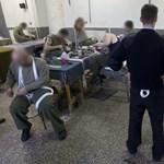 """""""Szégyen, hogy a börtönből bűnöznek"""" – leültetett rab a mobilos csaló"""