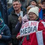 A lengyel kormánynak nem tetszik, hogy a tévé az ellenzéket mutogatja