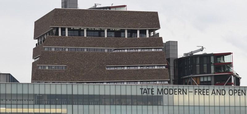 A szociális ellátórendszert hibáztatta a kisfiút a Tate Modernből kihajító fiú