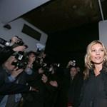 Íme, Kate Moss legújabb száma