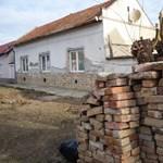 Kalákában újítják fel a házat maguknak a hátrányos helyzetűek Makón