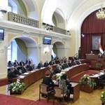 Törvénysértő a főváros rendelete a közterület-használatról
