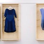 Egy tervező, aki az elérhető anyag alapján alakítja ruháit
