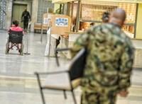 A honvédelmi miniszter elégedett az adósságrekorder Honvédkórház vezetőjével