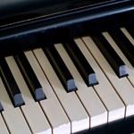 Újabb ötlet a kormánytól: minden iskolában legyen zongora vagy pianínó