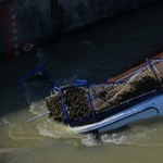 Nonstop keresi a rendőrség a hajóbaleset áldozatait