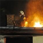 Kiugrott hatodik emeleti égő lakásából és szörnyethalt egy nő