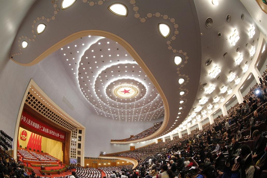 7képei 0308 - Peking, 2013. március 5., Az ülésteremről készült kép a kínai parlament, az Országos Népi Gyűlés éves ülésszakának első napján, 2013. március 5-én a pekingi Nagy Népi Csarnokban. A közel háromezer képviselő az első napon meghallgatta a minis