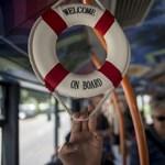 Fotók: Stranddá változott egy 7-es busz