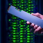 """Nézze meg az Intel új kütyüjét: 32 000 GB-nyi adat fér el ebben a """"vonalzóban"""""""