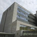 Kizuhant egy beteg az Országos Onkológiai Intézet ablakán