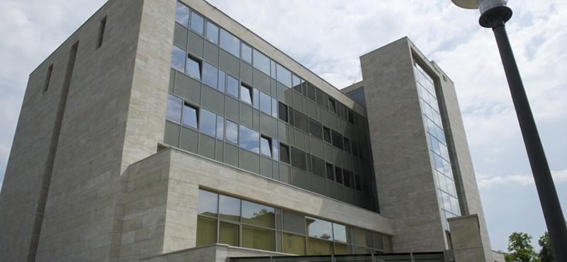 Teljes káoszban várakoztatják a kemoterápiára érkezőket az Országos Onkológiai Intézetben