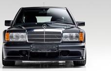 A DTM hőskorszakába repít vissza ez az alig használt eladó Mercedes
