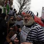 Párizsban ezrek tüntettek a terroveszély alkotmányosítása ellen