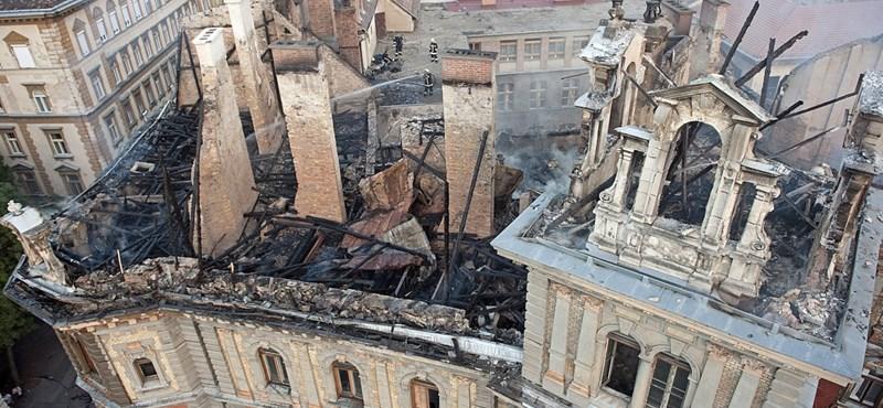 Szétrohad a Kodály köröndnél kiégett palota