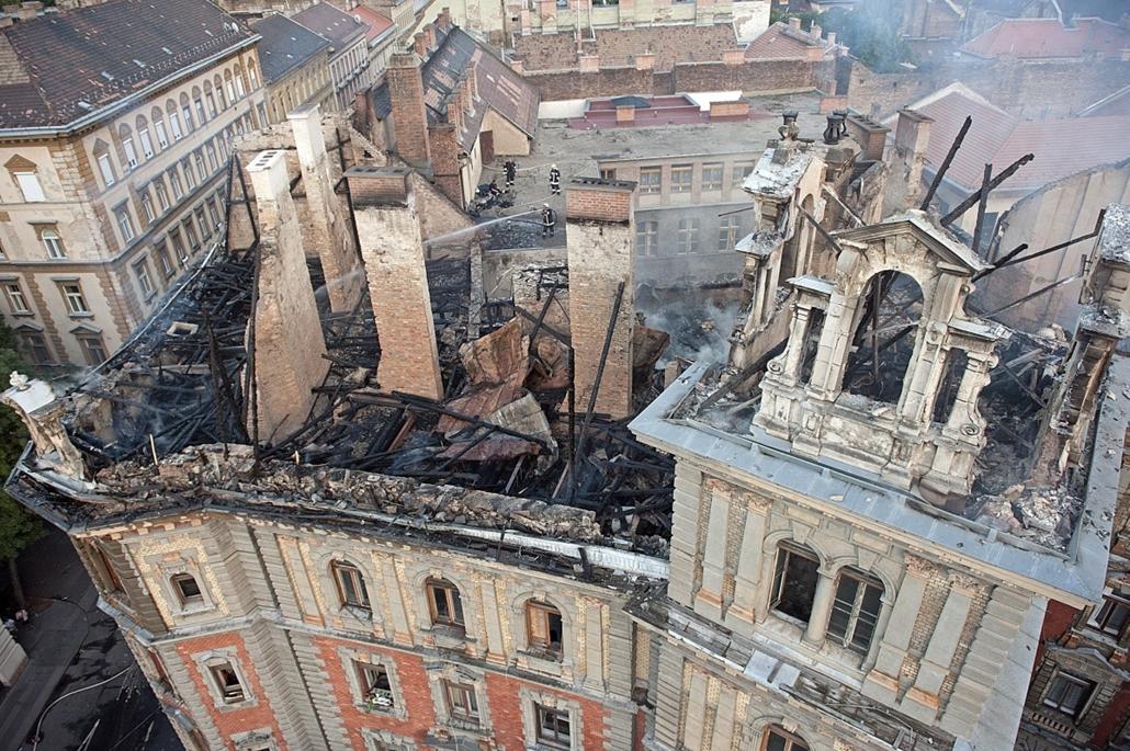 mti.14.07.16. - háztűz után - kigyulladt egy ház az Andrássy úton - Kodály körönd, háztűz