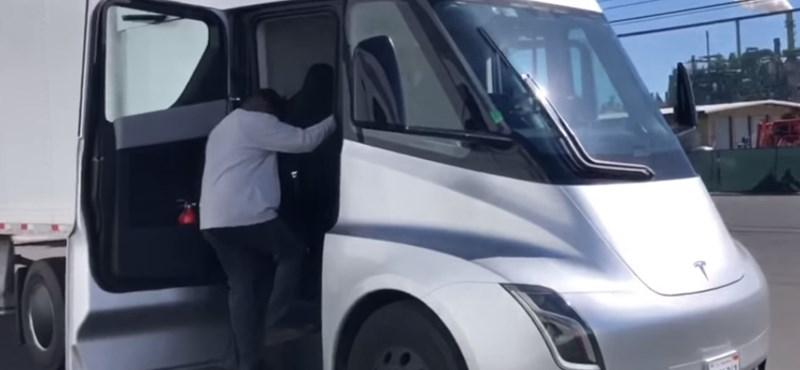 Kiderült mekkora akkumulátor kerül a Tesla kamionjába