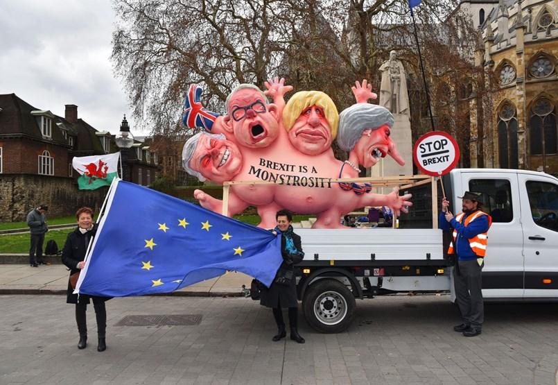 Orbán Viktor sem remélhetne nagyobb káoszt: anarchia a briteknél és az EU-ban is