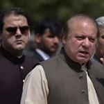 Belebukott korrupciós ügyébe a pakisztáni kormányfő, ünnepel az ellenzék