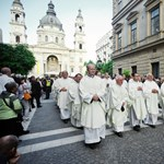 Az egyházak veszélyt jelentenek az országra?