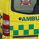 Szirénázó mentőautó csapódott villanyoszlopnak