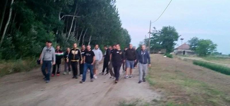 Menekültekre vadásznak a szerb határnál szélsőjobbos focidrukkerek?